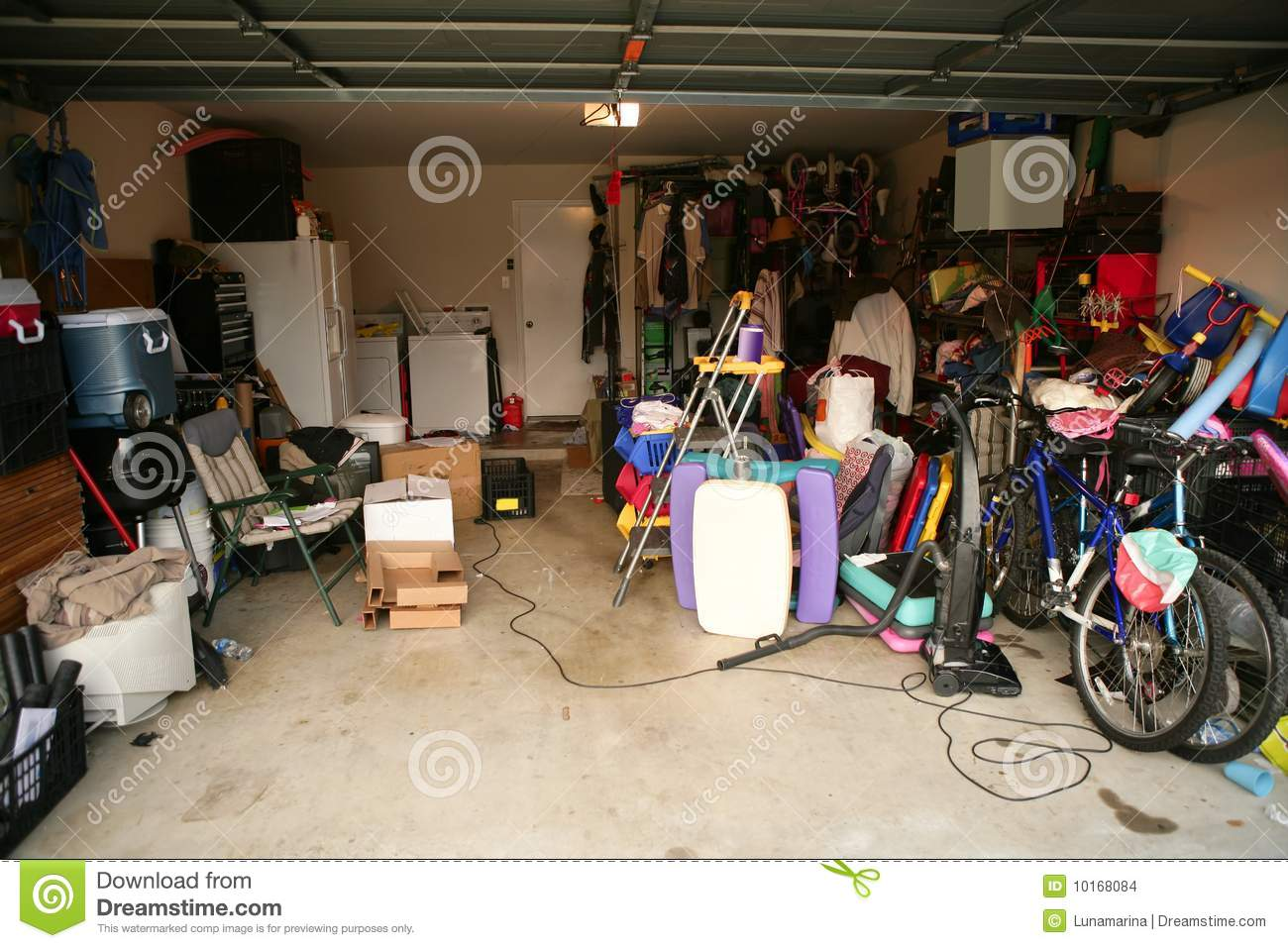 Learn How to Clean Up the Garage Easily