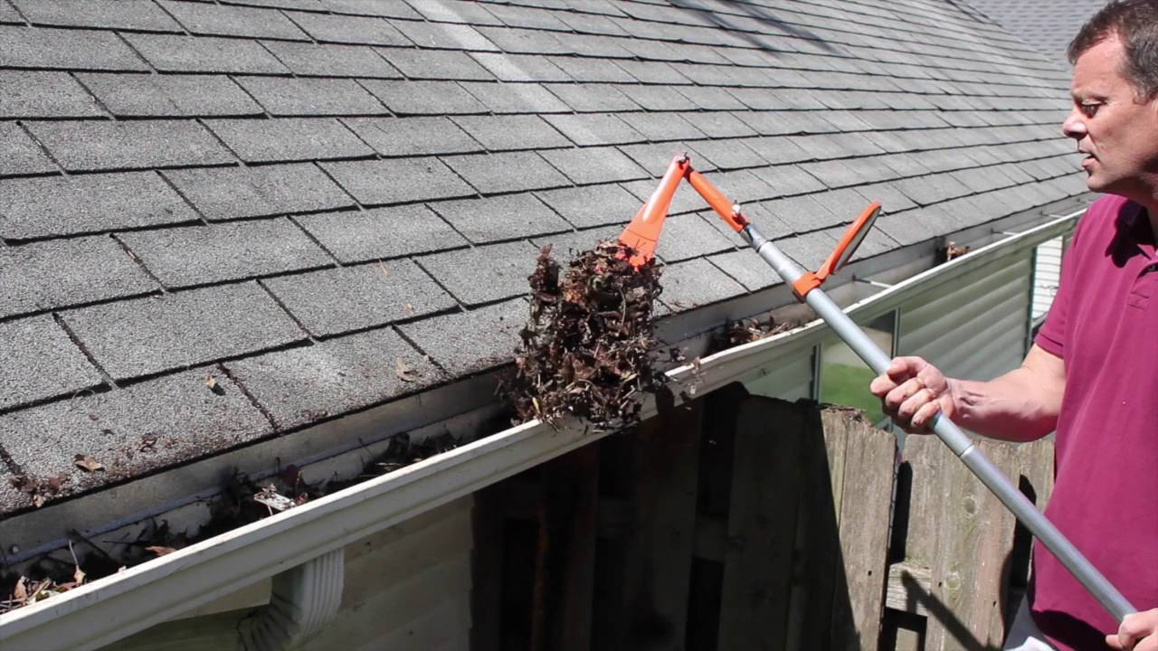 Learn These Gutter Cleaning Safety Tips